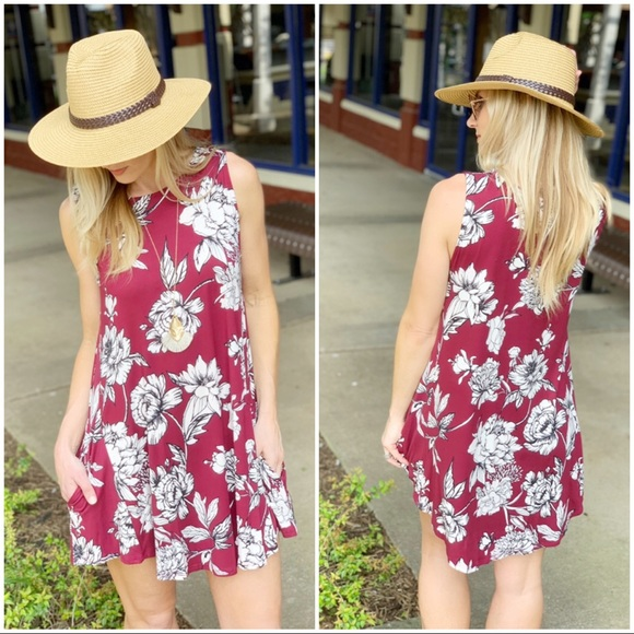 Infinity Raine Dresses & Skirts - Burgundy sleeveless floral tunic dress wPockets